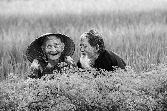 I Photographed The Love Story Of An Old Vietnamese Couple That Has Been Together Since The 30s (15 Pics)