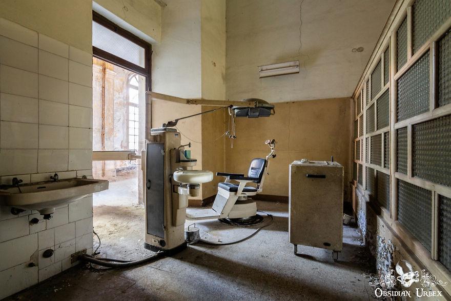 Dentist Office With Equipmen