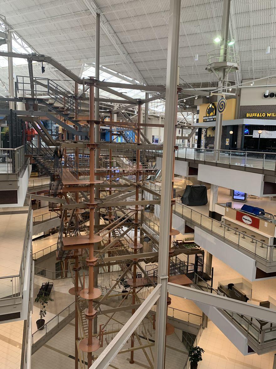 I Photographed An Empty Mall In NY During Peak Coronavirus