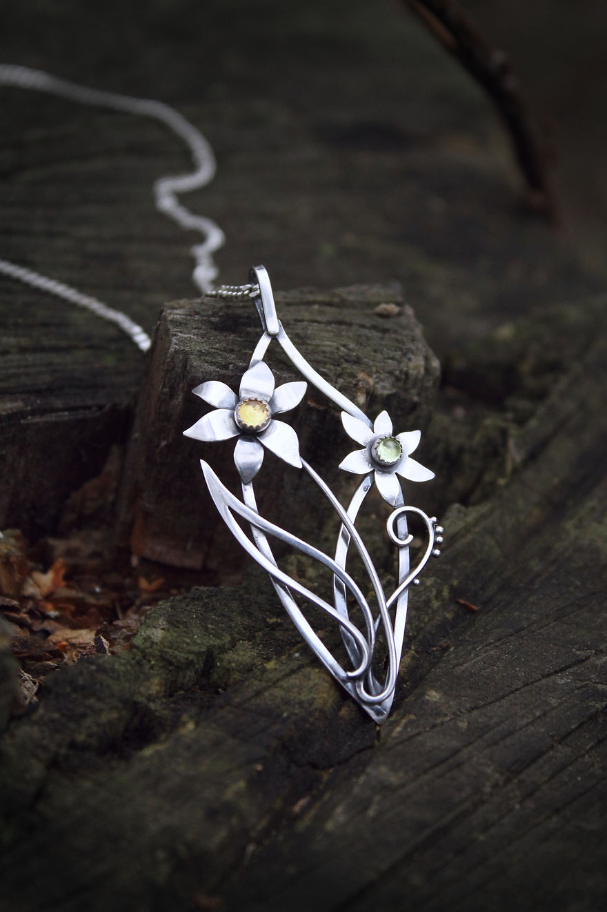 I Make Realistic Plant Jewelry For Nature Lovers