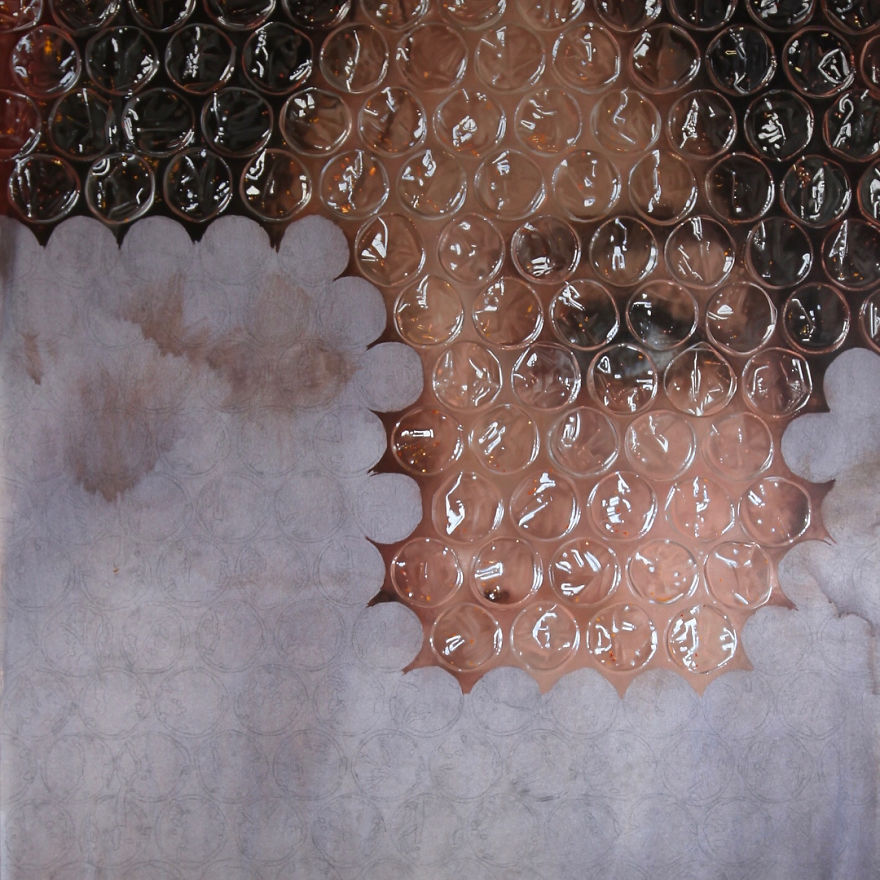 Artist Paints Portraits That Look Like They're 'Wrapped' In Bubble Wrap