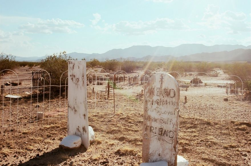 This Rogue Pet Cemetery In The Mojave Desert Can Be The Stuff Of Nightmares, But All I've Ever Felt Out There Is Love. (15 Photographs)