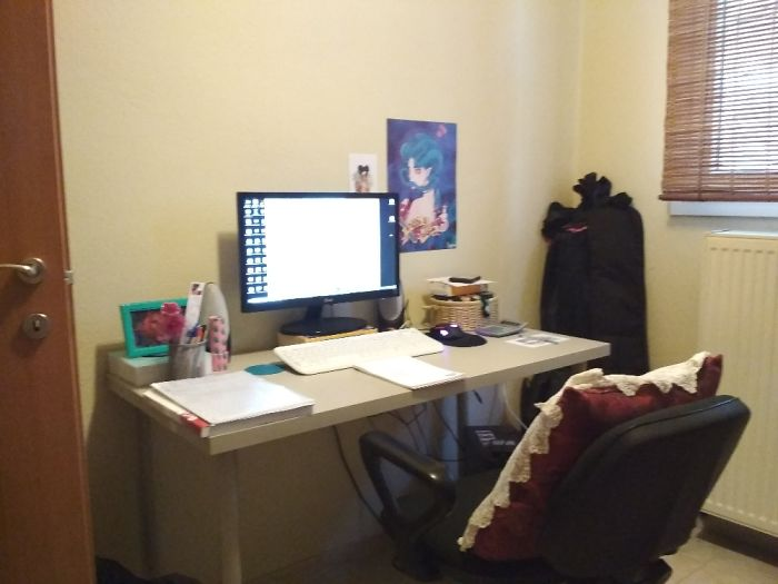 Goodmorning!! Im Graphic Designer And I Like To Have Plenty Of Space To Work!!