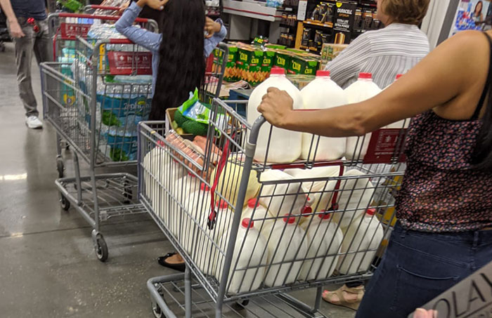 26 Photos Of Americans Panic Buying Things That Got Others Confused About What They Were Thinking