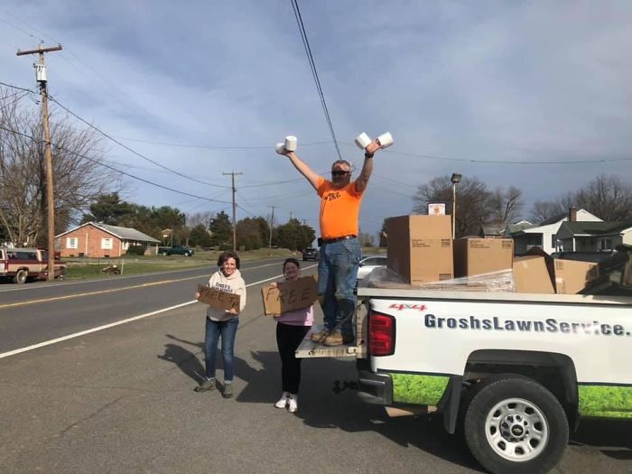 A Family In PA Giving Away Free Toilet Paper To Anyone In Need; Be More Like These People