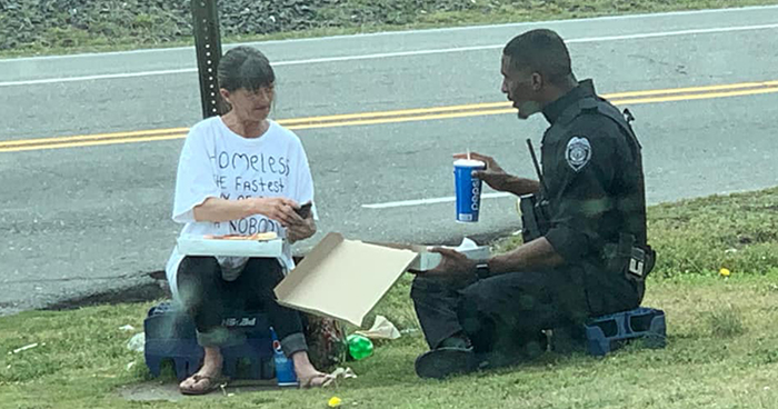 Police Officer Spends His Lunch Break With A Homeless Woman, The Moment Goes Viral