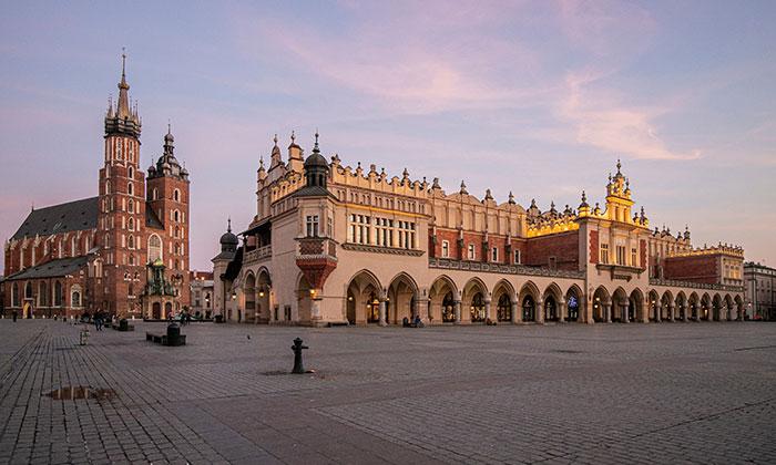 I Explored The Empty Old Town Of Krakow During Coronavirus Pandemic (18 Pics)