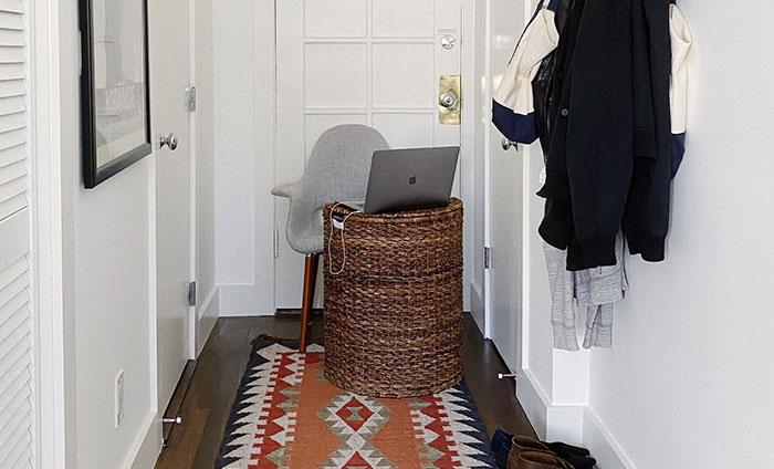 La gente harta de ver glamurosas zonas de trabajo, comparten su realidad trabajando desde casa (20 fotos)