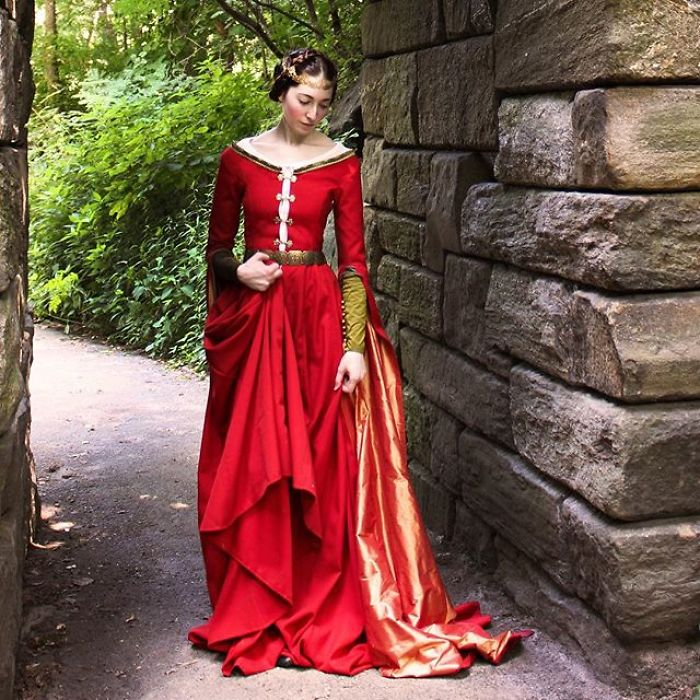 30 Stunning Historical Dresses Recreated By Extremely Outdated Fashion Blogger Bored Panda