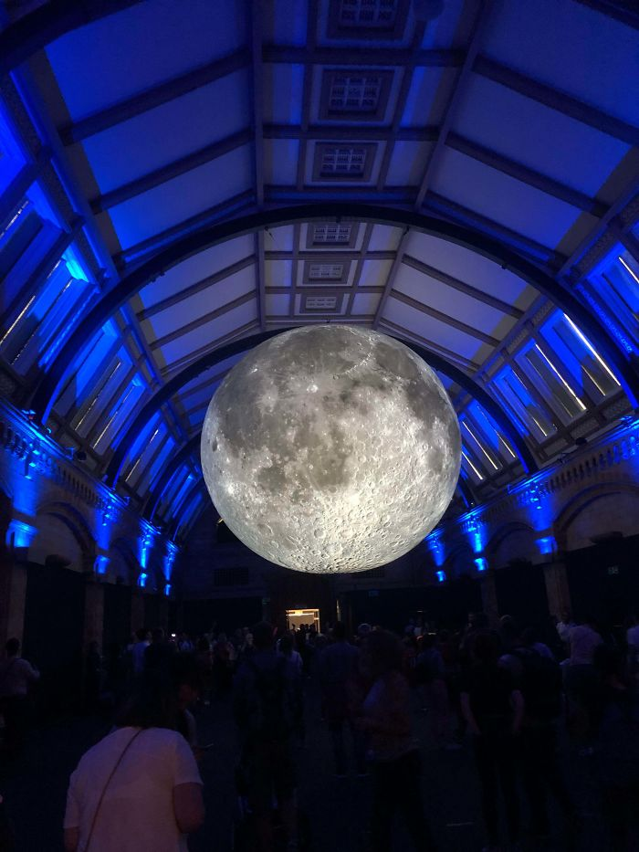 There's A Replica Of The Moon In The Natural History Museum