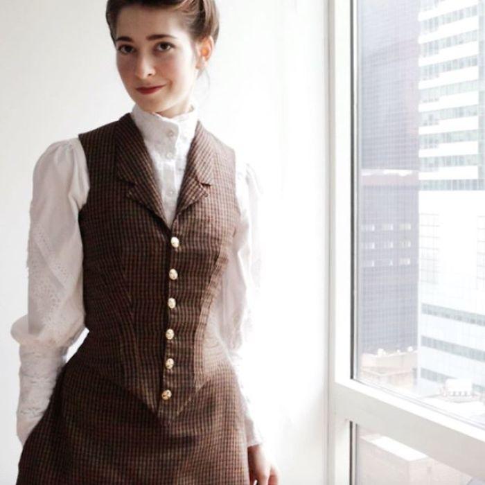 Historical-Dress-Reconstruction-Bernadette-Banner