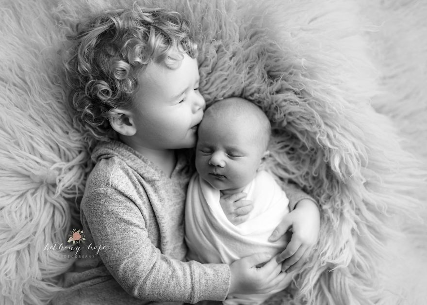 I Photograph Newborn Babies And Their Siblings
