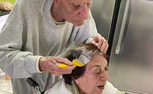 92-Year-Old Man Helps Dye His Wife's Hair Amidst Coronavirus Quarantine