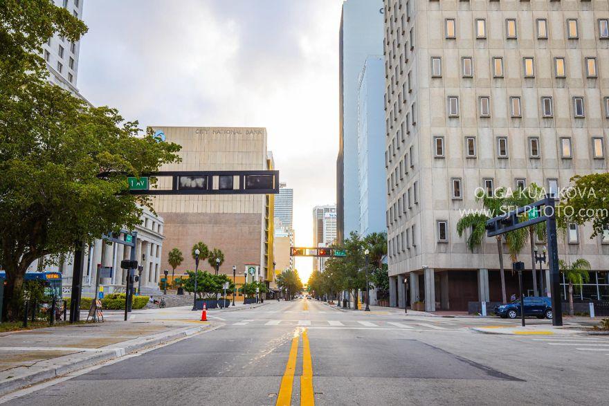 Court House Downtown Miami, 8 Am