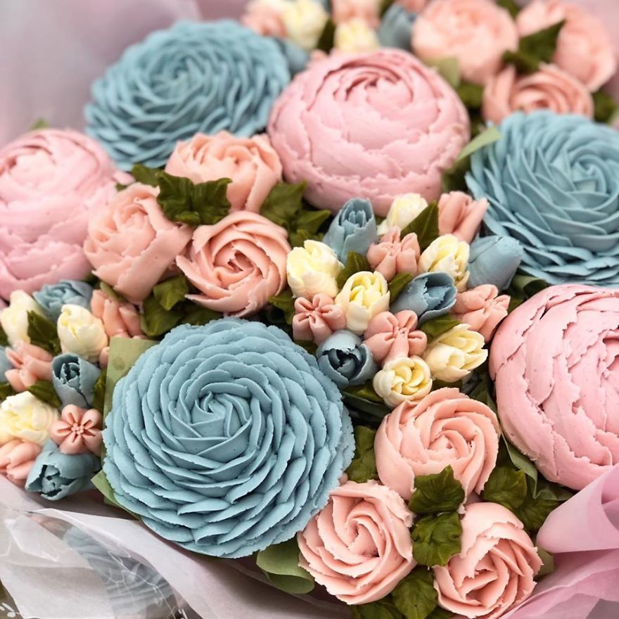 I Make Botanically Realistic Buttercream Frosting Flowers, And You Can Too