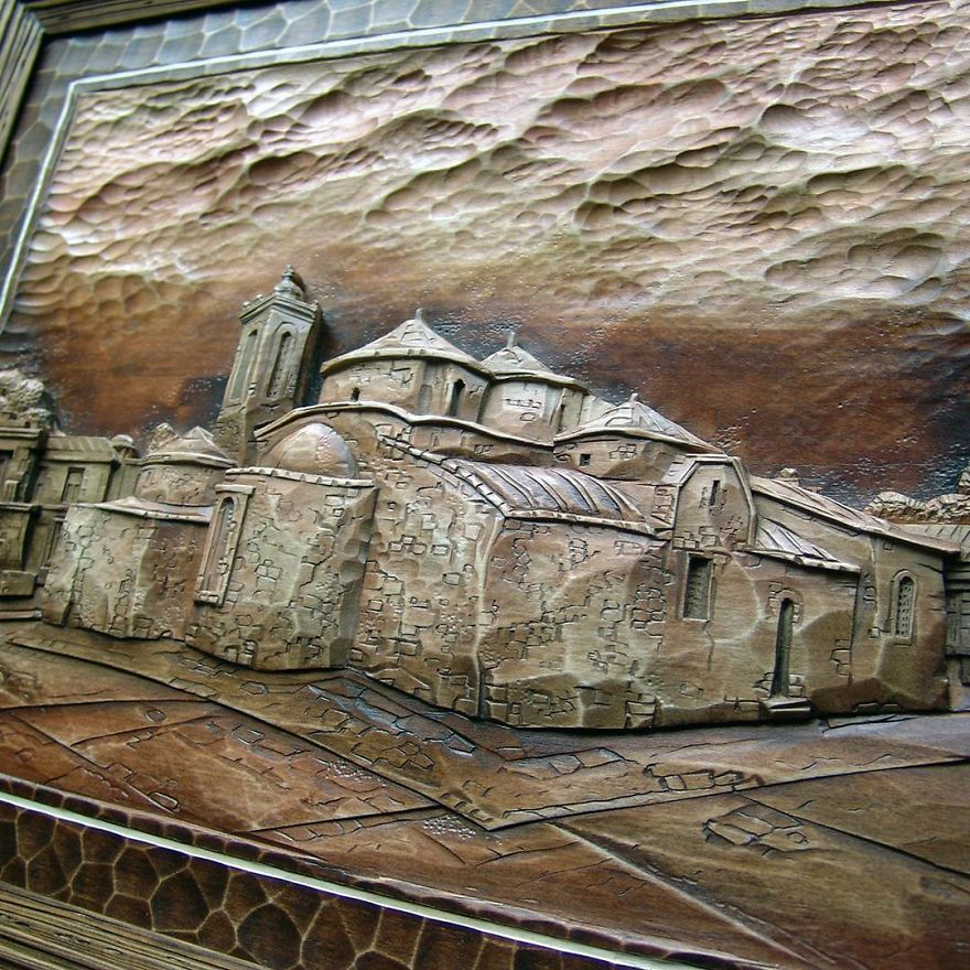 Master From Russia Carves Amazing Paintings From Wood
