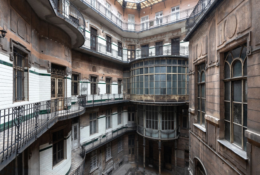 The Inner Courtyard Of An Abandoned Palace
