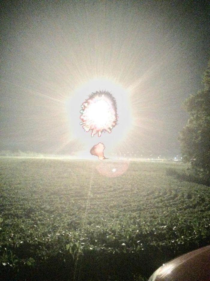 Intentaba hacer una foto a un búho con modo nocturno y hubo fuegos artificiales