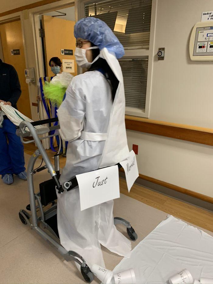 Casamento é celebrado em hospital devido a pandemia de coronavírus