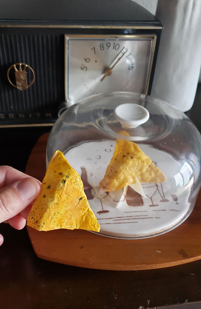 Boyfriend Goes Above And Beyond To Eat The Last Dorito Without His GF Knowing, And His Hilarious Plan Works