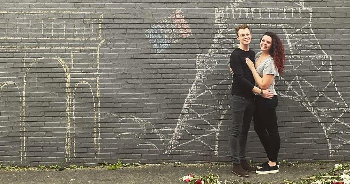 Man Makes A Marriage Proposal In Front Of An Improvised Eiffel Tower Because The Trip To Paris Was Canceled Due To Quarantine