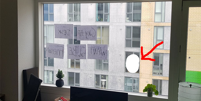 Guy Keeps Accidentally Making Eye Contact With His Neighbor, Finally Decides To Text Him Via Window
