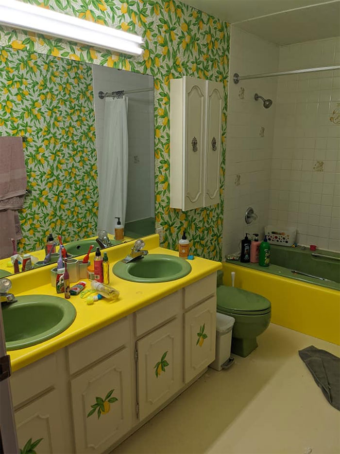 Here Are The Untouched Seventies Bathrooms In My New House