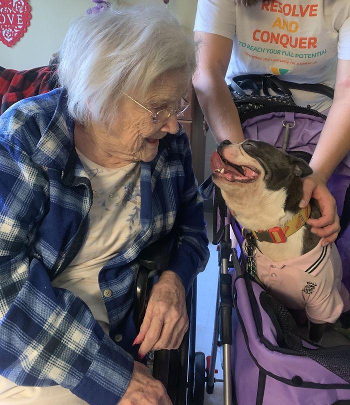 Mitus adora a la abuela