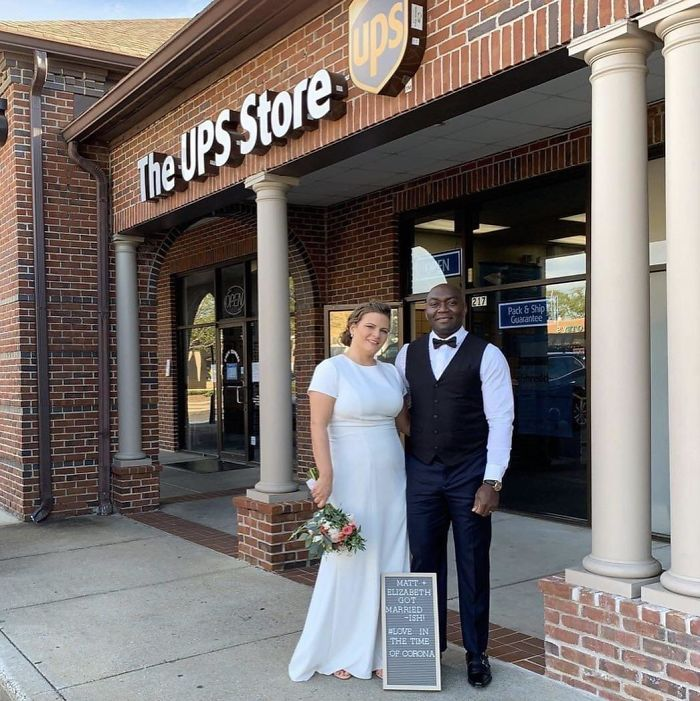 A Couple Got Their Wedding Notarized At UPS Instead Of Delaying It Because Of Coronavirus