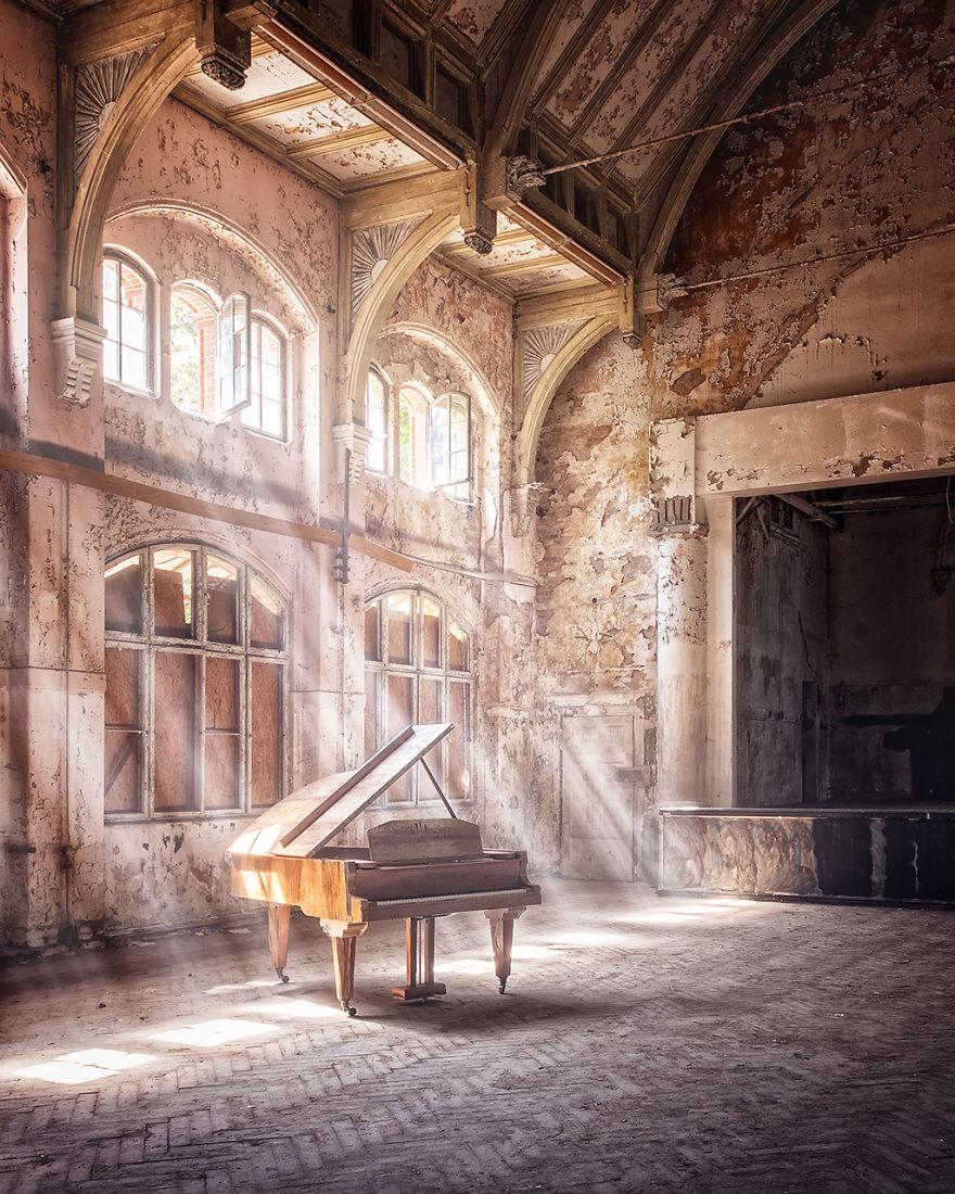 Abandoned Sanatorium Near Berlin, Germany
