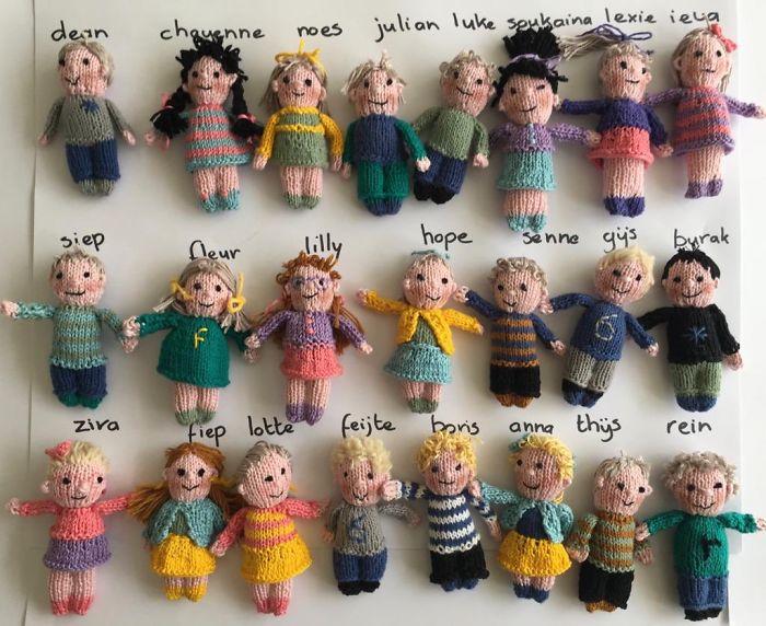 dutch-kindergarten-teacher-knits-23-dolls-of-her-students-5ec50d3e2c24e__700.jpg