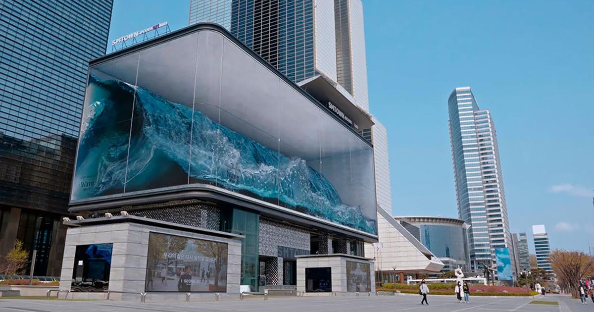 "This Massive Wave Crashing In A Seoul ""Aquarium"" Is The World's Largest Anamorphic Illusion"