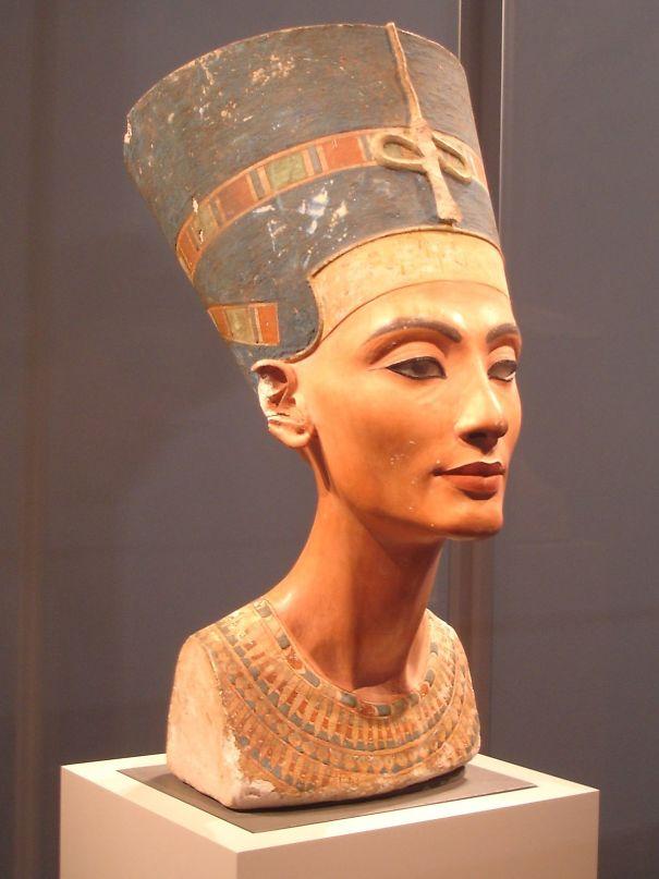 1200px-Nefertiti_berlin-5ed5e66460444.jpg