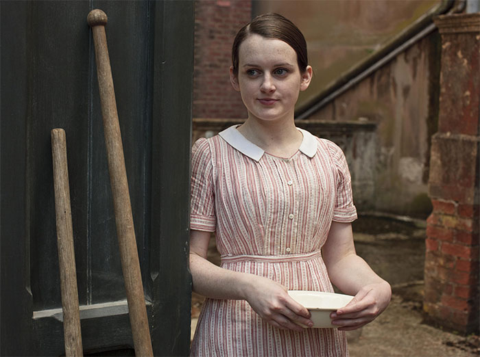 "Sophie Mcshera Plays The Young Kitchen Maid Daisy In ""Downton Abbey"" While Being 35-Years-Old"