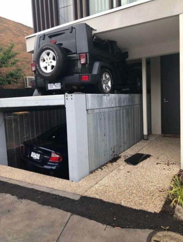 Cuando olvidas que has aparcado encima del garaje oculto