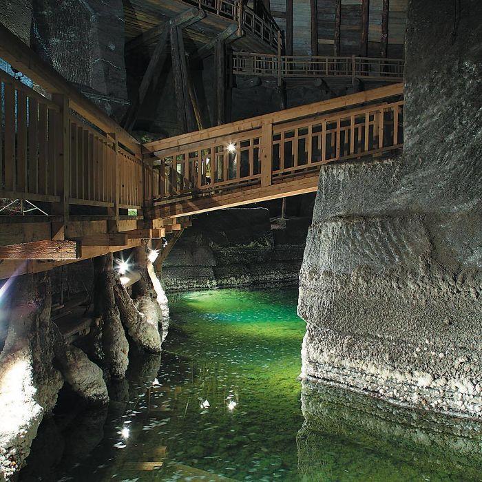 BNe6rBgD7K2 png 700 - Mina de sal da Polônia com lagos subterrâneos um espetáculo!