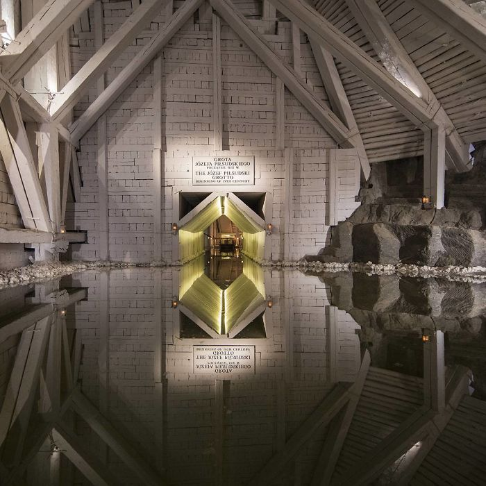 BaJ ugQh2Nz png 700 - Mina de sal da Polônia com lagos subterrâneos um espetáculo!