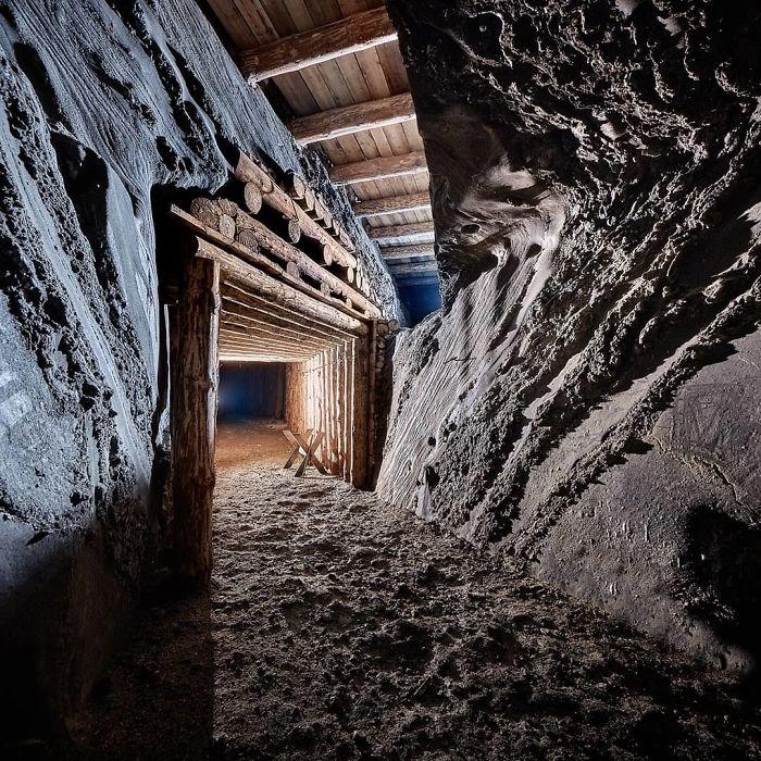 BuO toDBnSg png 700 - Mina de sal da Polônia com lagos subterrâneos um espetáculo!