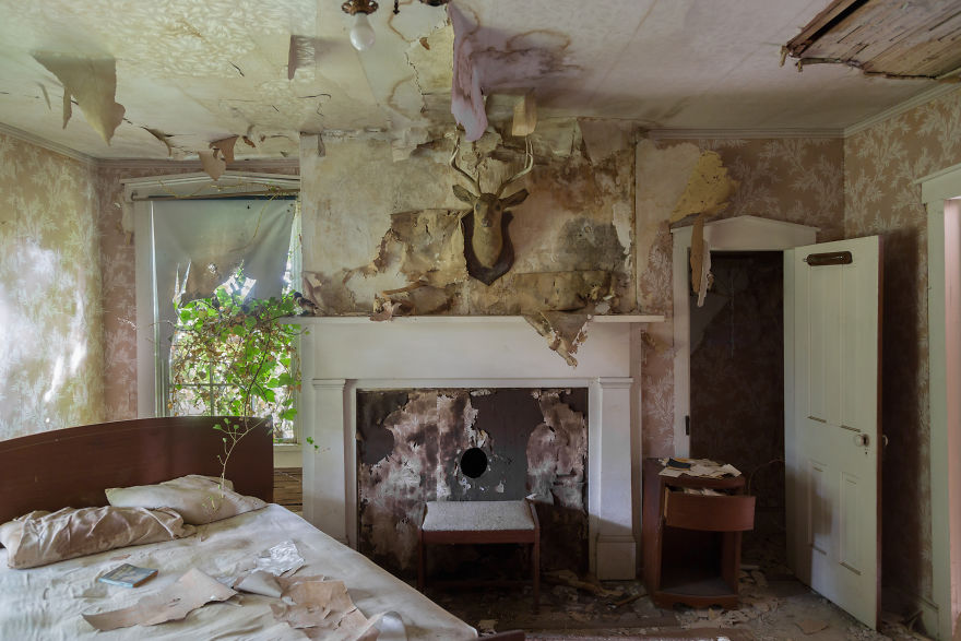 This Confederate Colonel's House Was Left Behind With All Its Belongings Still Inside (26 Pics)
