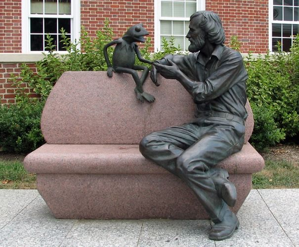 Jim-Henson-and-Kermit-Statue-College-Park-Maryland-5ee6e48e9b851.jpg