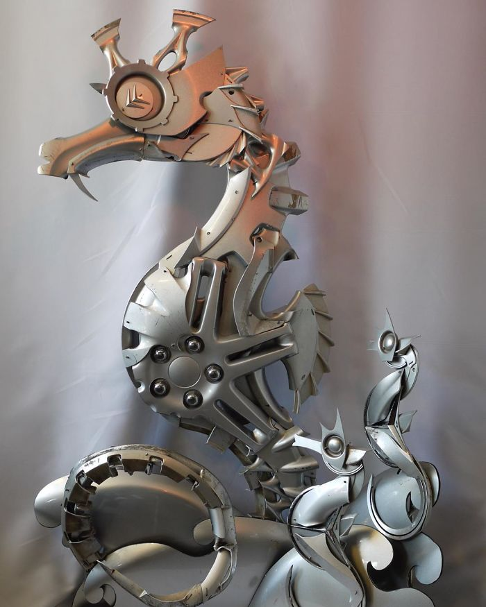 This Artist Recycles Car Hubcaps To Create Amazing Animal Sculptures (New Pics)