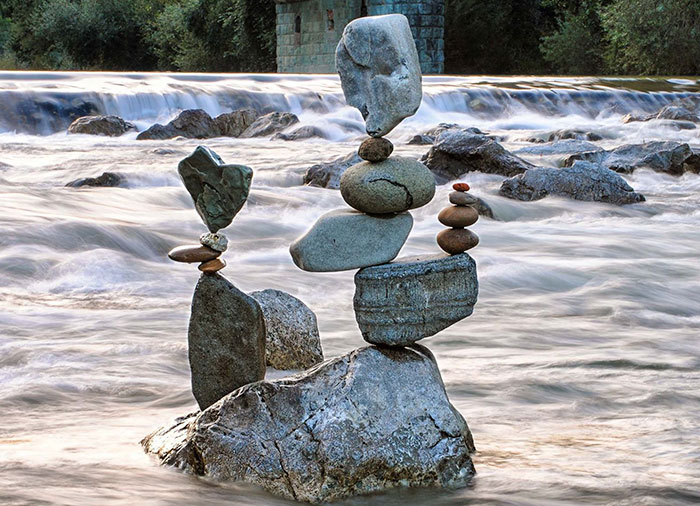 I've Been Practicing Stone Balancing For 10 Years, It's The Best Kind Of Meditation For Me (50 New Pics)