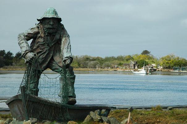 fisherman-statue-5ee9967b8d9c5.jpg