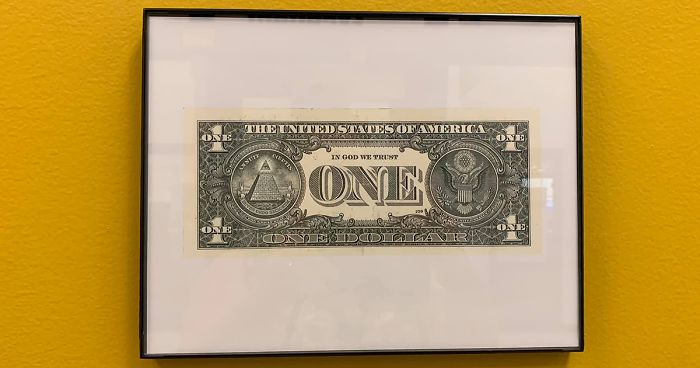 """Kentucky School District Finds A Brilliant Loophole For The """"In God We Trust"""" Law By Framing A One-Dollar Bill"""
