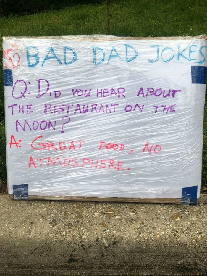 Man-Posts-Toms-Bad-Dad-Jokes-On-His-Lawn