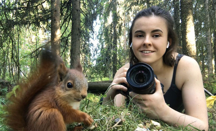 Photographer Puts Her Mic In Front Of A Baby Squirrel, And Its Adorable Munching Sounds Get Over 12M Views