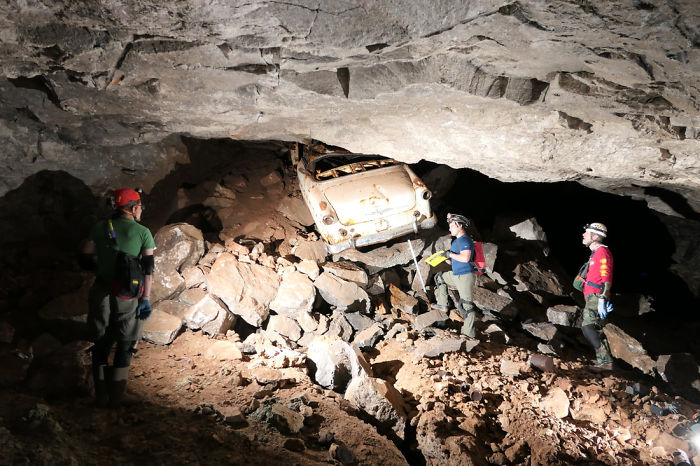 Giant Sinkhole Opens Up In South Dakota, People Go Inside It To Investigate And The Pics Go Viral