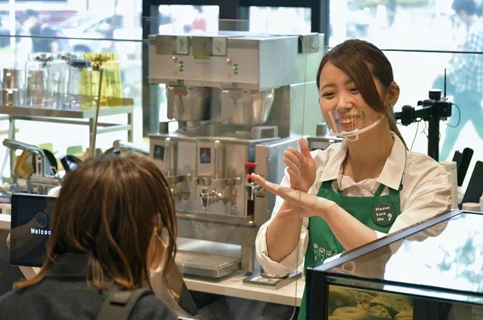 Starbucks acaba de abrir su primera tienda de lenguaje de señas en Tokio