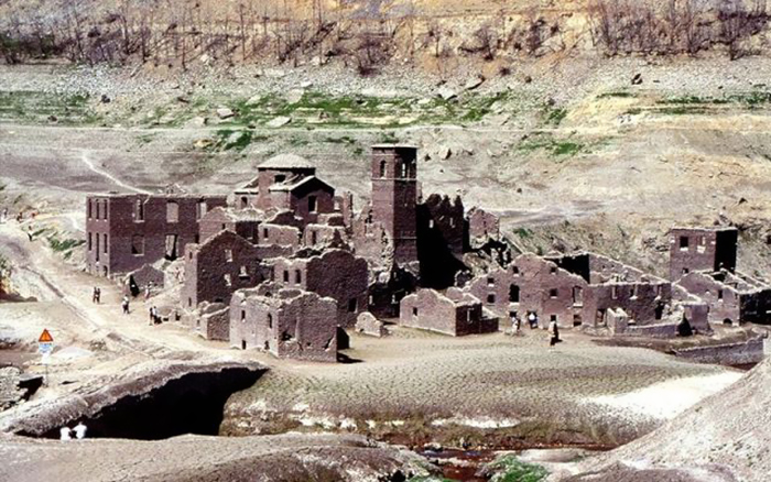"""Medieval Italian """"Ghost Village"""" That's Been Underwater Since 1947 ..."""