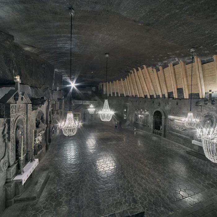 wieliczka salt mine poland 5ed4b8521f367 700 - Mina de sal da Polônia com lagos subterrâneos um espetáculo!
